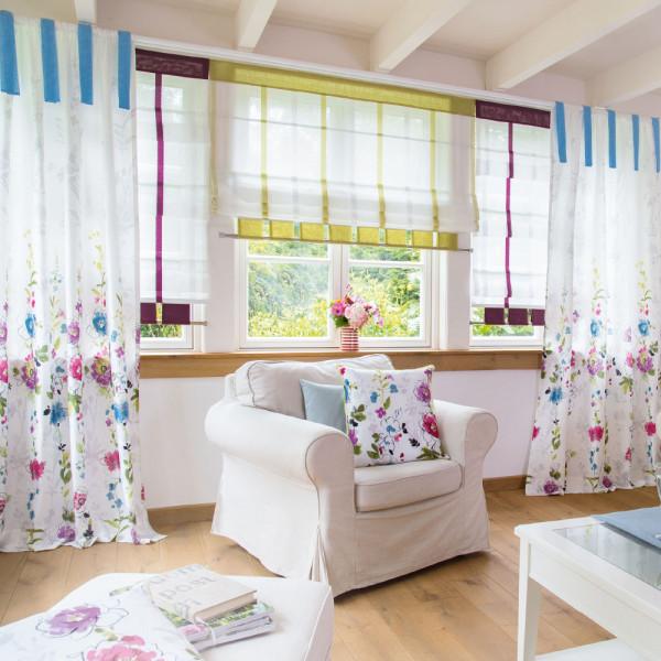 Blumenmotiv für ein freundliches Wohnzimmer
