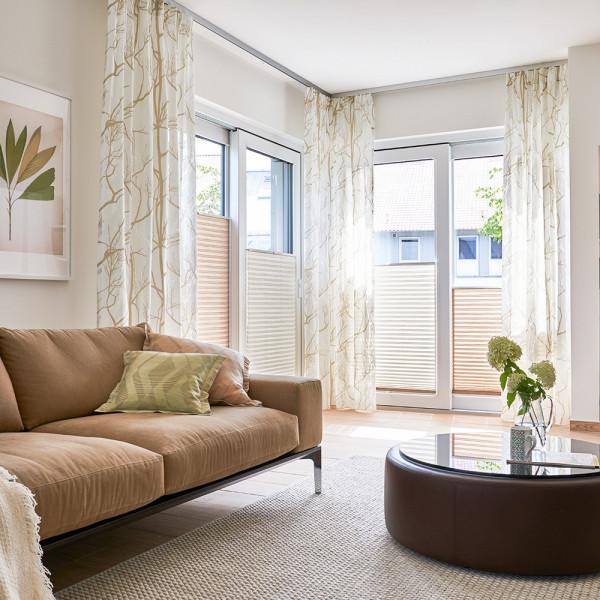Deko-Vorhang und Plissee für Ihr Wohnzimmer